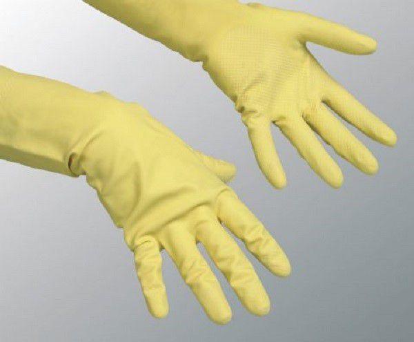 Работать с препаратом следует в перчатках, чтобы не допустить попадания препарата на кожу рук