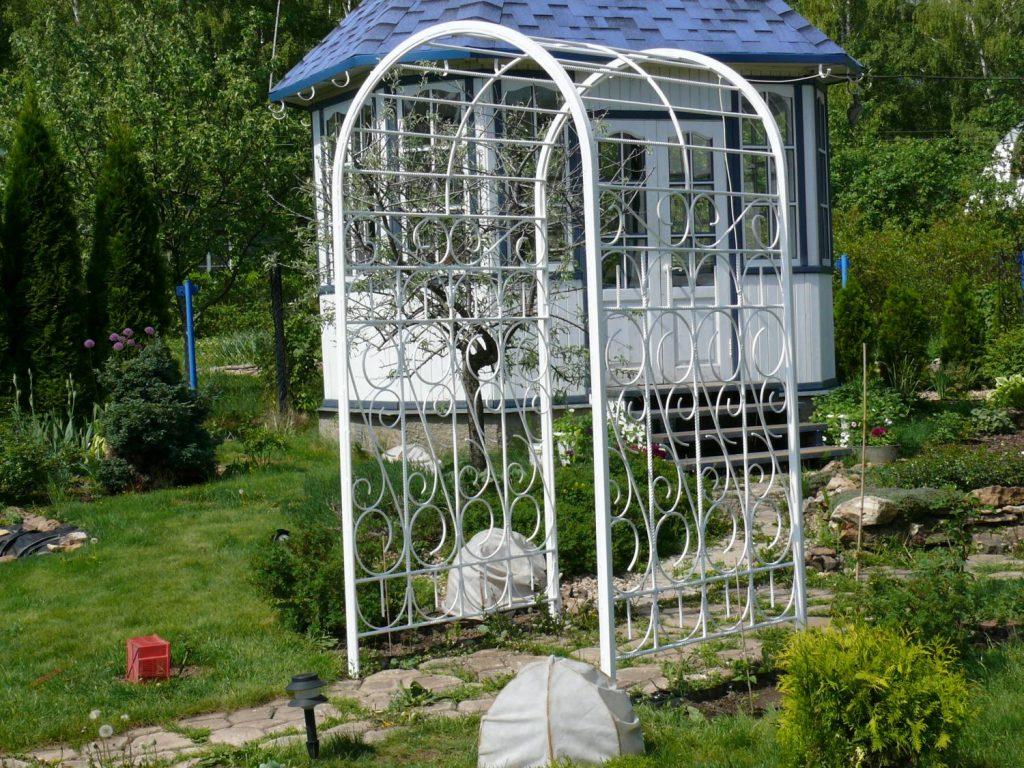 Арочная пергола для садового дизайна