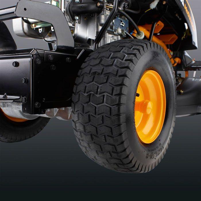 Широкие колёса – это гарантия устойчивости газонокосилки и её плавный ход
