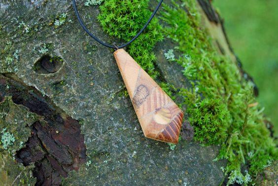 Амулет-из-древесины-можжевельника