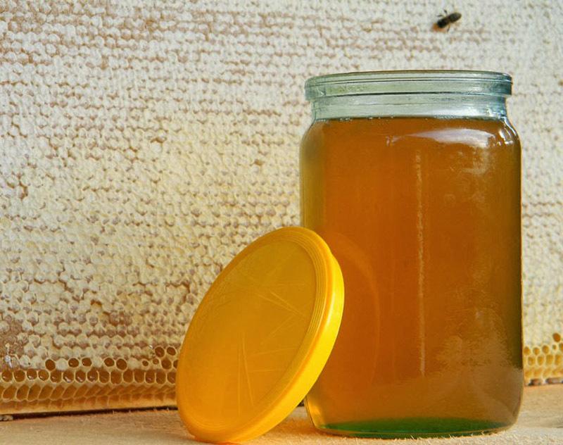 Мед в баночках должен быть равномерно густым, без слоев